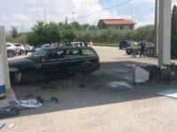 Paura a Contursi, auto perde il controllo e finisce contro un distributore di benzina