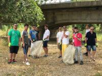 Sindaco di Sapri, protezione civile e cittadini a lavoro per ripulire la spiaggia in località Brizzi