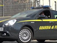 Guida con patente revocata. Fermo amministrativo della Porsche Panamera di un venditore d'auto ebolitano