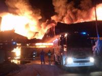 Vasto incendio distrugge azienda per il trattamento dei rifiuti a Battipaglia. Paura tra i residenti