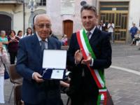 """Consegnate le chiavi della città di Controne a Pasquale Perrotta, il """"medico dei bambini"""""""