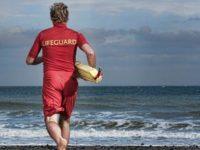 Rischia di annegare nel mare di Eboli. 50enne ucraino salvato da un bagnino