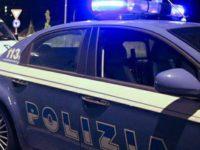 Sotto l'effetto della droga minaccia i bagnanti in spiaggia a Salerno. Denunciato un 43enne