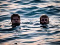 Giro d'Italia in kayak, l'avventura dei fratelli Giulio e Lorenzo Valli fa tappa nel Cilento