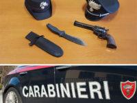 Gira nel centro abitato con pistola e coltello nella valigia. Arrestato 24enne tedesco a Viggiano