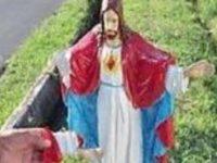 Vandali in azione a Campagna. Sfregiata la statua del Sacro Cuore di Gesù