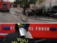 Polla: incendio distrugge un furgone coinvolgendo altre due auto. I Vigili del Fuoco evitano il peggio