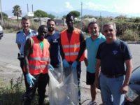 Pulizia della Litoranea ad Eboli. Raccolti oltre 50 sacchi di rifiuti abbandonati