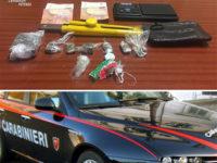 Tenta di disfarsi di hashish e cocaina alla vista dei Carabinieri. 30enne arrestato a Vietri di Potenza