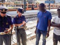 Colpisce ripetutamente l'ex compagna con una stampella.La Polfer arresta 29enne marocchino a Battipaglia