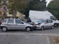 Scontro tra 2 auto a Montesano Scalo. Feriti un uomo del posto e una coppia di Padula