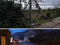 Maltempo nel Vallo di Diano. A Teggiano le raffiche di vento fanno cadere in strada un palo della luce