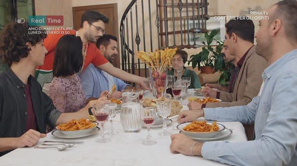 Gli esuberanti protagonisti di casa surace sbarcano su for Programma x arredare casa