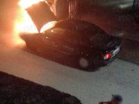 Paura a Sala Consilina. Auto prende fuoco in pieno centro cittadino