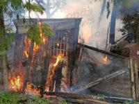 In fiamme un deposito agricolo a Pertosa. Intervengono i Vigili del Fuoco
