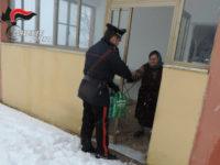 Maltempo, neve e gelo. Carabinieri in prima linea nel Potentino per assistere anziani e malati