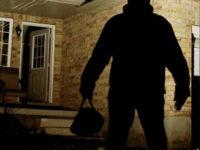 Caggiano: ladri rubano in diverse abitazioni, poi fanno uno spuntino notturno e scappano