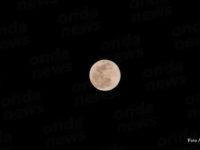 Lo spettacolo della Superluna. Tutti con gli occhi al cielo per osservare il satellite più brillante