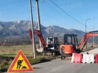 Chiusa al transito la Strada Provinciale Teggiano- Polla a causa di uno smottamento. Operai a lavoro
