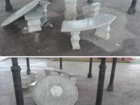 Atti vandalici a Buonabitacolo. Ignoti distruggono il tavolino e la seduta in pietra di un chiosco