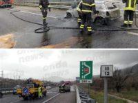 Attimi di paura in A2 del Mediterraneo. Auto prende fuoco a Pontecagnano