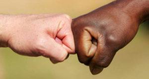 """""""C'è un aumento degli attacchi razzisti in Italia?"""" – Vox Populi"""