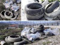Rifiuti abbandonati a Teggiano.Il Comune fa raccogliere pneumatici e spazzatura in località San Raffaele