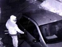 Tentano di rubare un'auto nella notte a Caggiano. Ladri in fuga sorpresi dalle telecamere