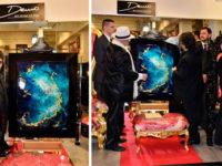 L'artista di Morigerati Demò realizza un dipinto ricoperto di pietre preziose per uno sceicco arabo
