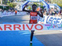 """Dopo la conquista della """"maratona delle polemiche"""" a Trieste,Hitimana vince la Corsa del Mito a Camerota"""