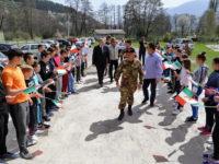 """L'8° Reggimento """"Pasubio"""" di Persano dona attrezzature informatiche e sanitarie alle scuole in Kosovo"""