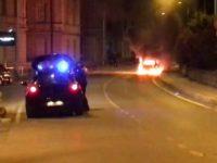 Paura ad Agropoli, auto in fiamme lungo via Taverne. Intervengono i Vigili del Fuoco