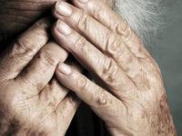 Maltrattano e offendono anziani in casa di riposo a Lagonegro. Arrestate coordinatrice e un'operatrice