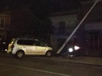 Sala Consilina:perde il controllo dell'auto e finisce contro un palo della luce.Ferito ragazzo del posto