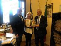 Dall'America in Italia in cerca dei familiari. Diane Stabile a Polla incontra un parente e il sindaco