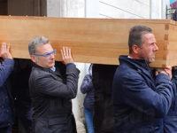 Dolore e commozione a Castelluccio Cosentino per l'ultimo saluto a don Maurizio Esposito