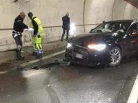 Incidente lungo l'A2 a Sicignano. Uomo di Polla sbanda con l'auto e si schianta in galleria