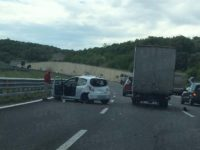Incidente in A2 a Campagna. Scontro tra un'auto e un camion