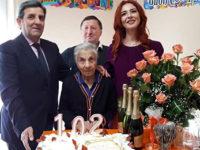 Monte San Giacomo: forti emozioni per i 102 anni di nonna Michelina Morena, originaria di Teggiano