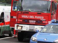 Pullman di turisti prende fuoco sull'A2 a Lagonegro. L'autista e i poliziotti domano le fiamme