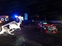 Violento scontro tra auto in A2 a Salerno, una si ribalta. Due persone ferite, traffico in tilt