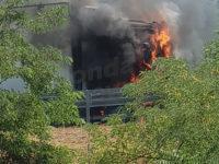 Paura in A2 tra Atena Lucana e Sala Consilina. Tir in fiamme, intervengono i Vigili del Fuoco