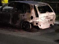 In fiamme l'auto della moglie del sindaco di Muro Lucano. Ci sono due persone indagate