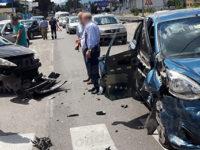 Scontro tra due automobili ad Atena Lucana lungo la Strada Statale 19
