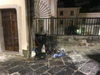 Sala Consilina: cumulo di rifiuti prende fuoco nel centro abitato.In fiamme cassetta di derivazione Enel