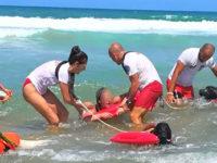Cani bagnino salvano tre turisti dalla forza delle onde a Palinuro