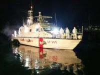 Fiamme su un'imbarcazione nel porto di Marina di Camerota. Ustionato un bambino