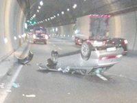 Incidente in A2 tra Campagna e Contursi. Auto si ribalta in galleria, una persona ferita