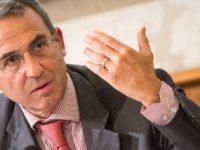 """Incendio pneumatici Battipaglia. Il ministro Costa:""""È una guerra e le vittime sono i cittadini"""""""