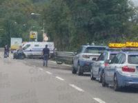 Portavalori finisce contro il guardrail sul raccordo Sicignano-Potenza. Traffico bloccato